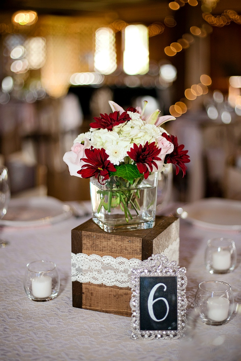roses and daisies floral centerpiece
