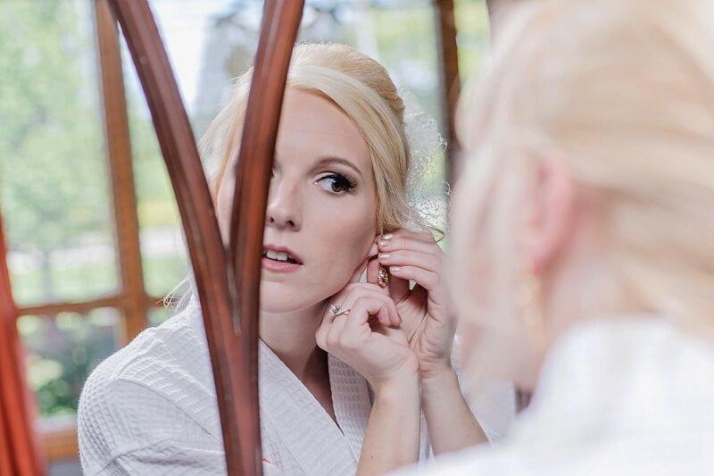 bride prepares for wedding