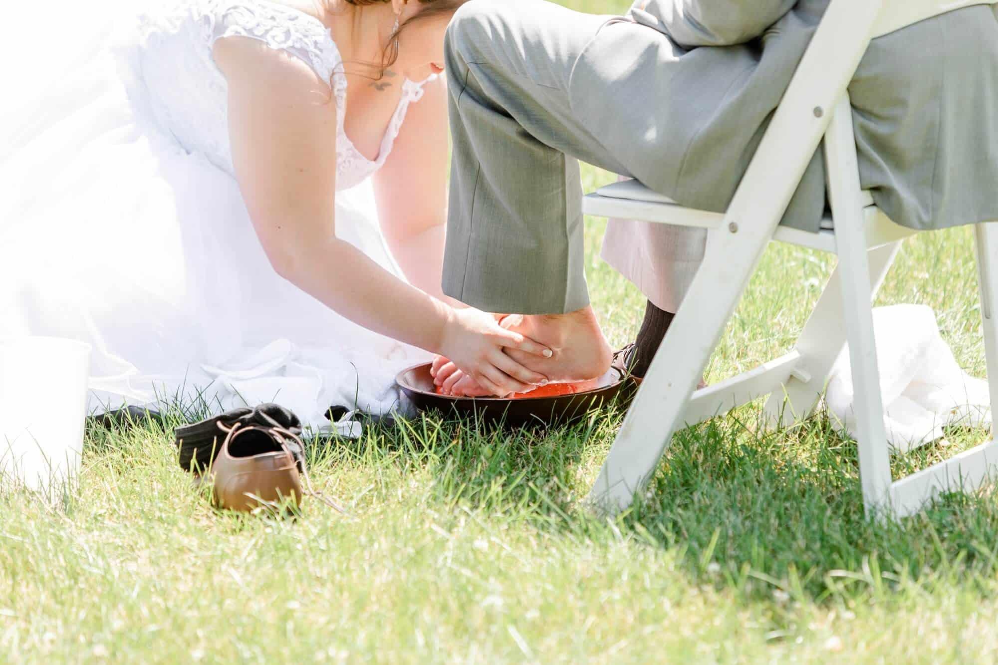 foot washing backyard wedding ceremony mansfield ohio photographer tiffany murray